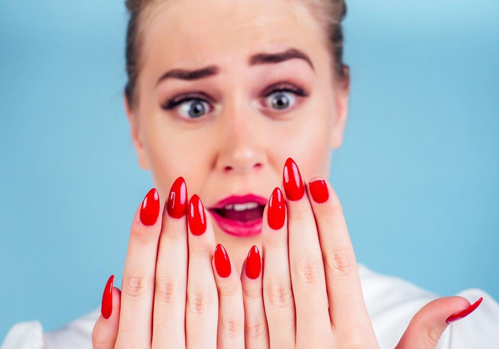 Что делать, если снять нарощенные ногти нужно самой?