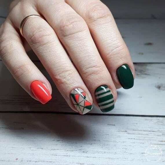 Геометрический маникюр на короткие ногти.