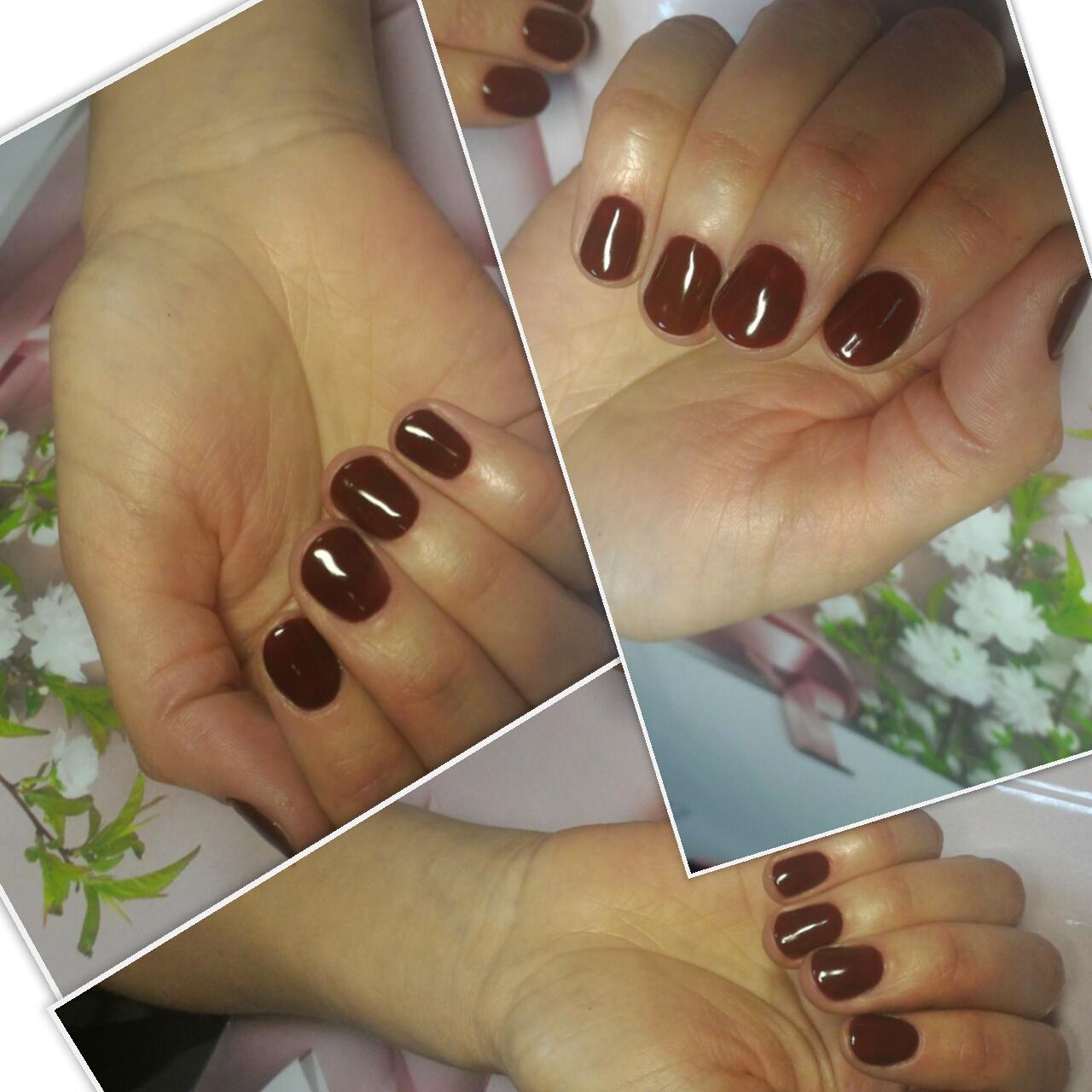 Маникюр в шоколадном цвете на короткие ногти.