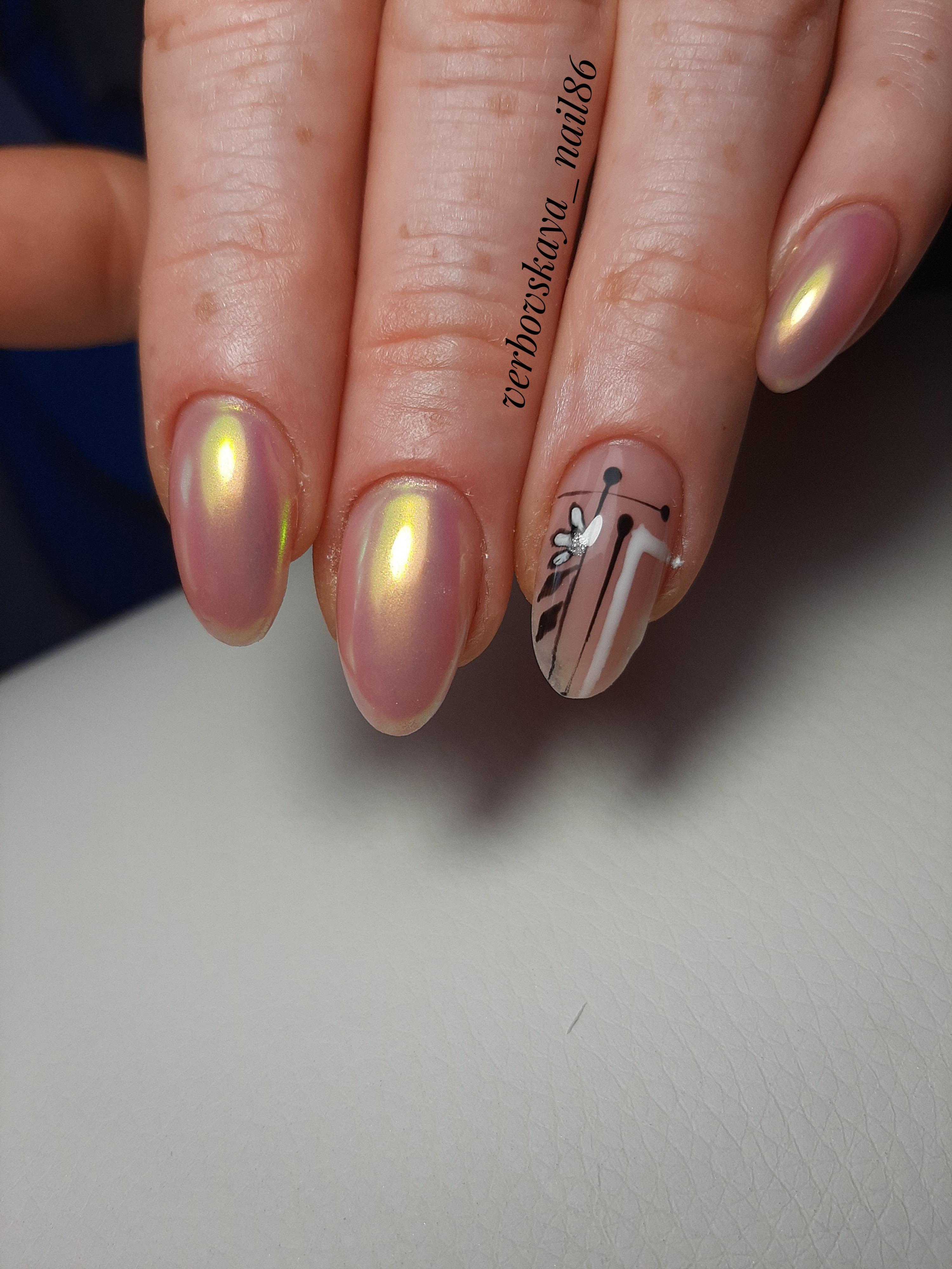 Геометрический маникюр с втиркой на короткие ногти.