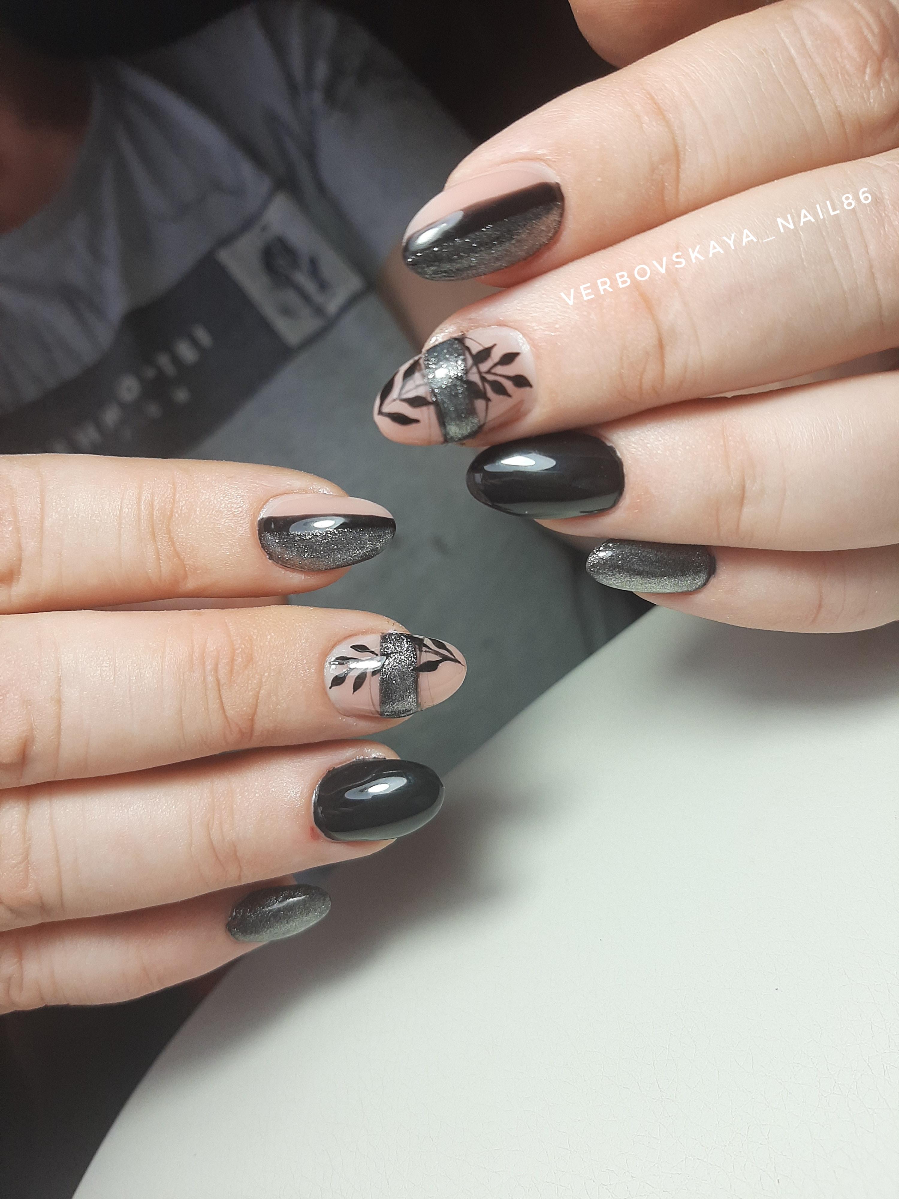 Черный дизайн ногтей с серебром