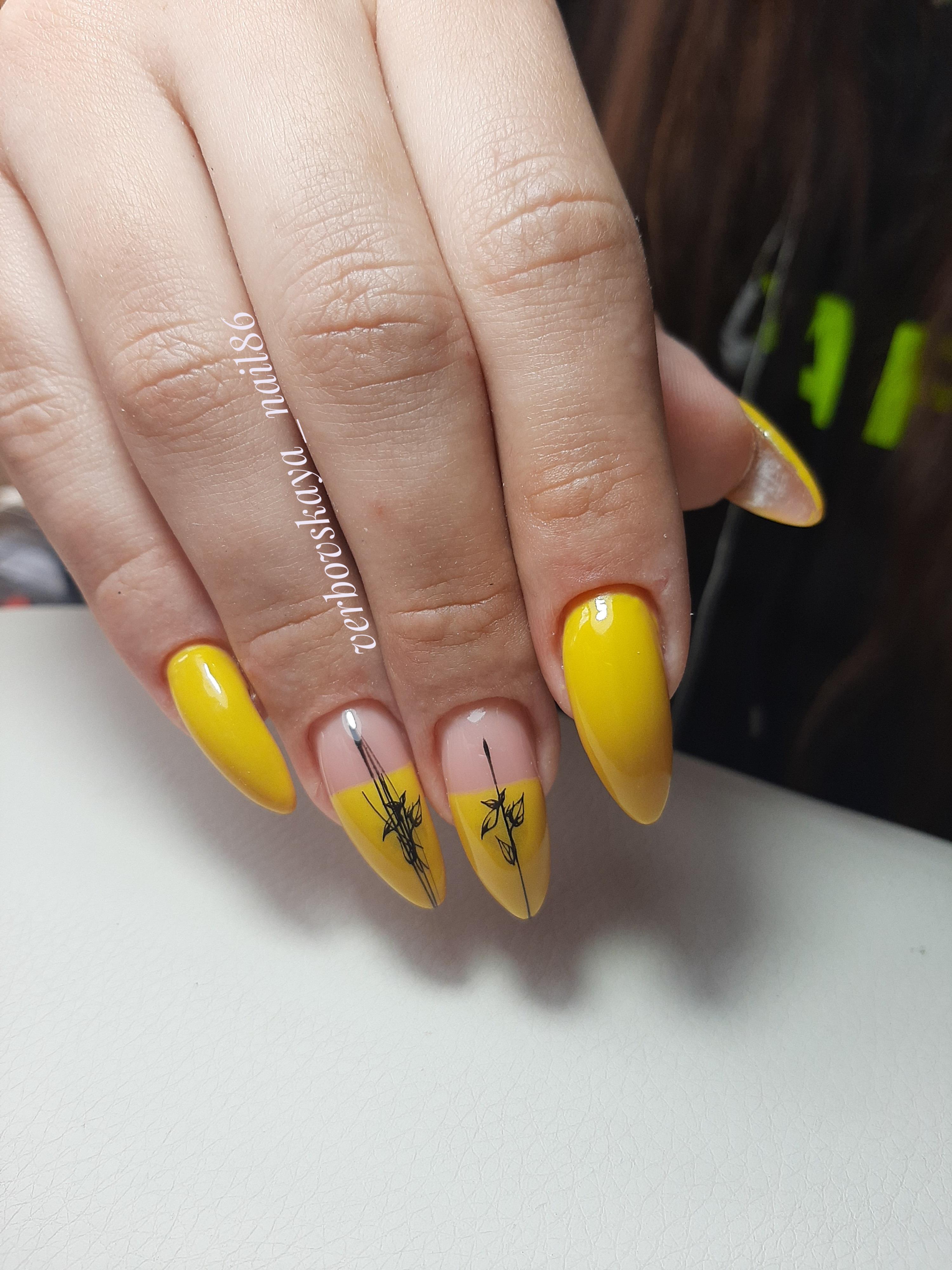 Длинные ноготки жёлтого цвета