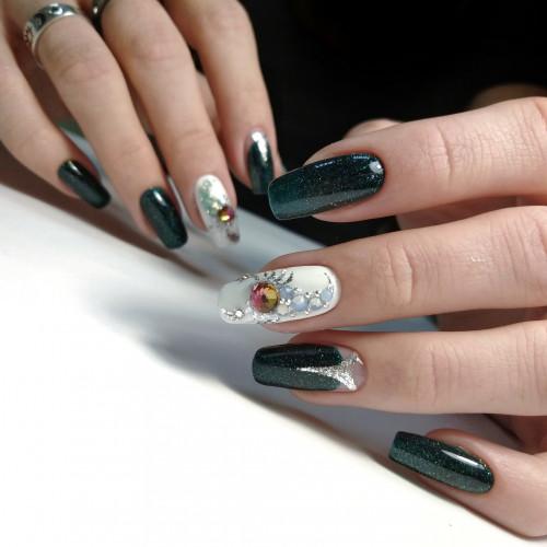 Чтобы удлинить пальцы, сделайте квадратные ногти длинными.