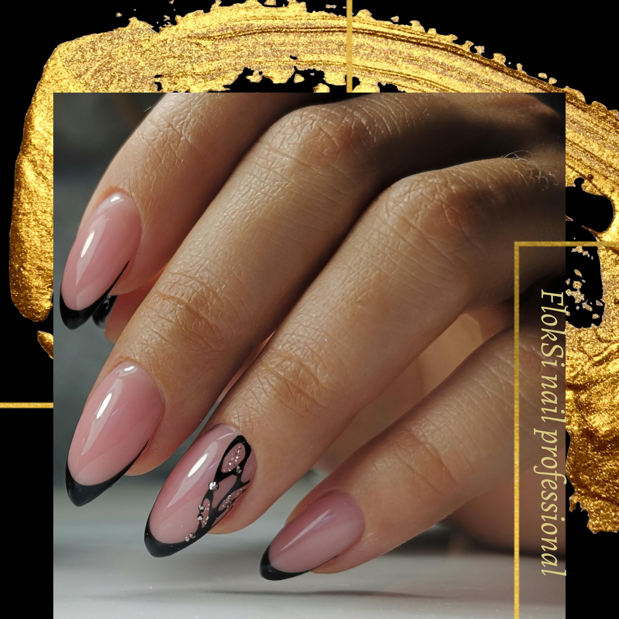 Френч с рисунком в черном цвете на длинные ногти.