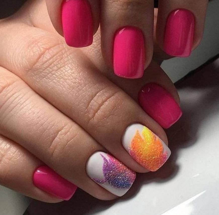 Маникюр с песочным рисунком в розовом цвете.
