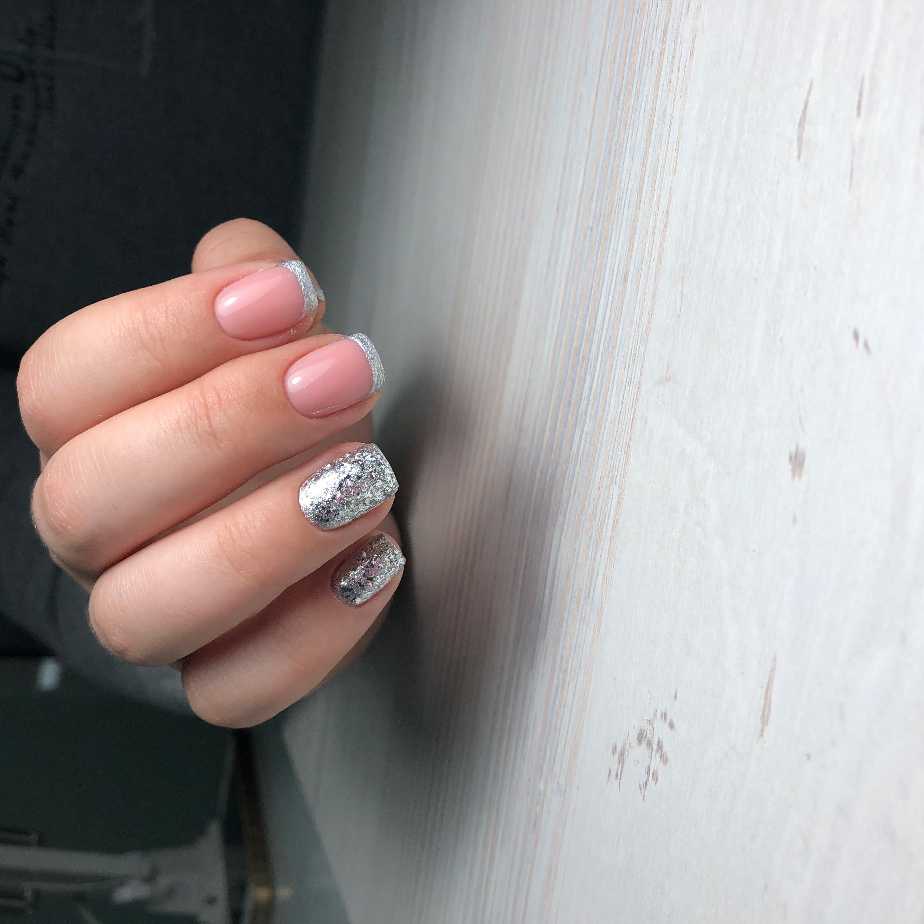 Френч с серебряными камифубуки на короткие ногти.