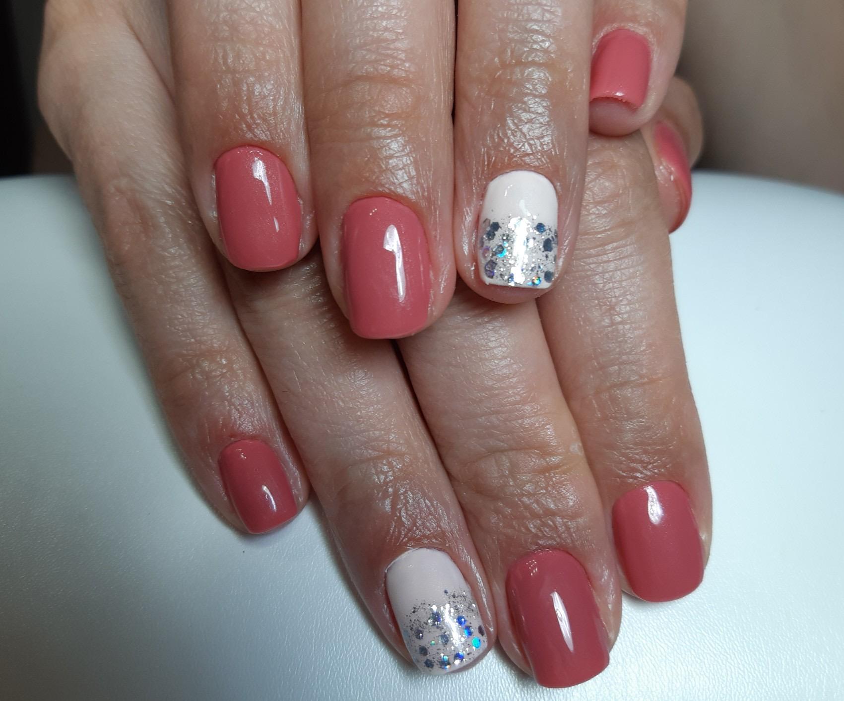 Маникюр с камифубуки в розовом цвете на короткие ногти.