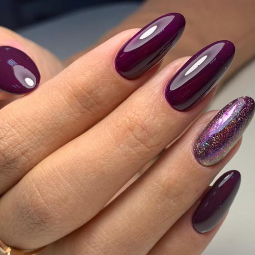 Красиво, когда форма ногтя повторяет форму лунки.