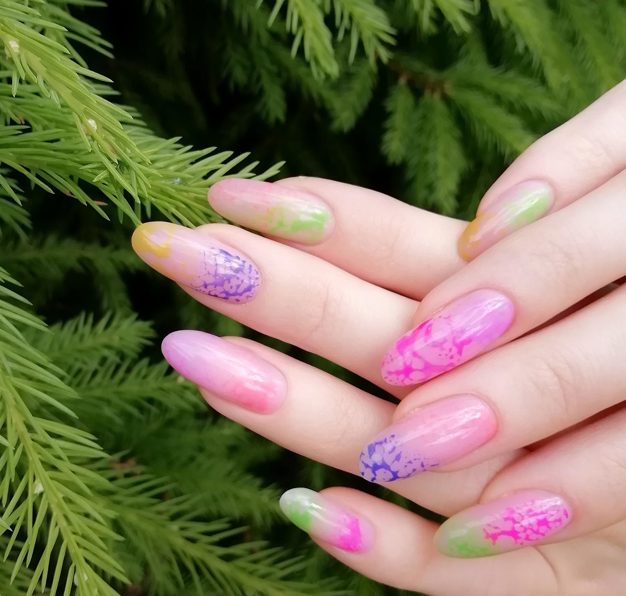 Цветной маникюр на длинные ногти.