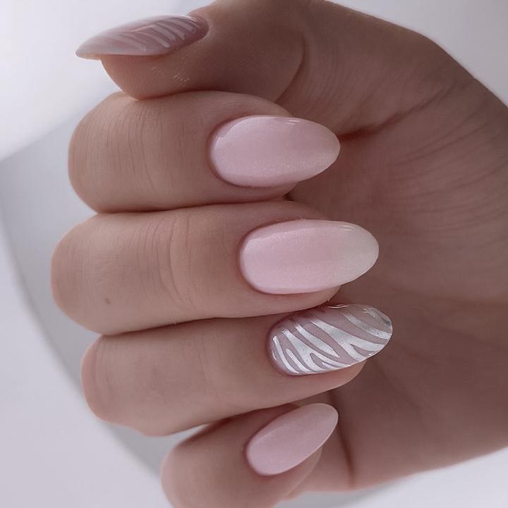 Аппаратный маникюр, камуфляж Linto Marshmallow Sheen, стемпинг пластина Paris nail 13