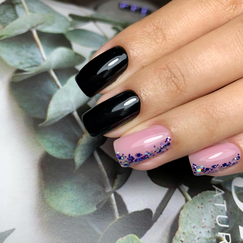 Маникюр с камифубуки в черном цвете на длинные ногти.
