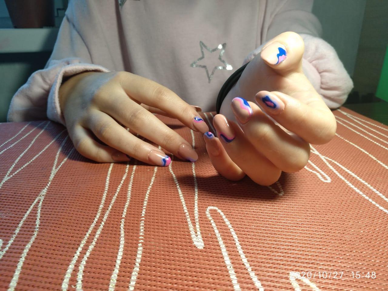 Бежевое покрытие с абстрактными волнами + укрепление натуральных ногтей акриловой пудрой