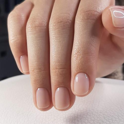 Круглая форма ногтя гармонирует с любыми оттенками лака.