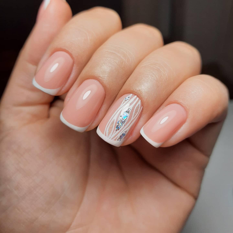 Френч с рисунком и камифубуки на короткие ногти.