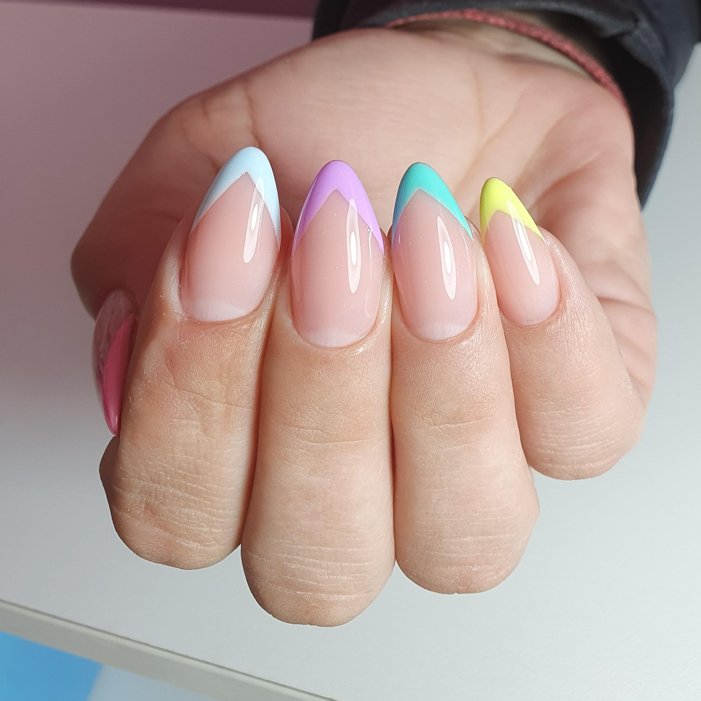 Цветной френч на длинные ногти.