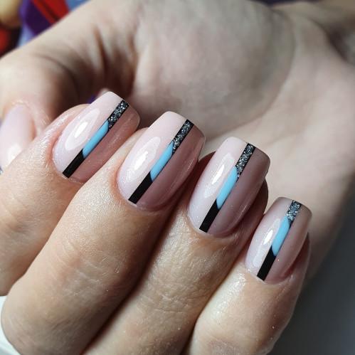 Подпиливание ногтей с квадратной формой маникюра.