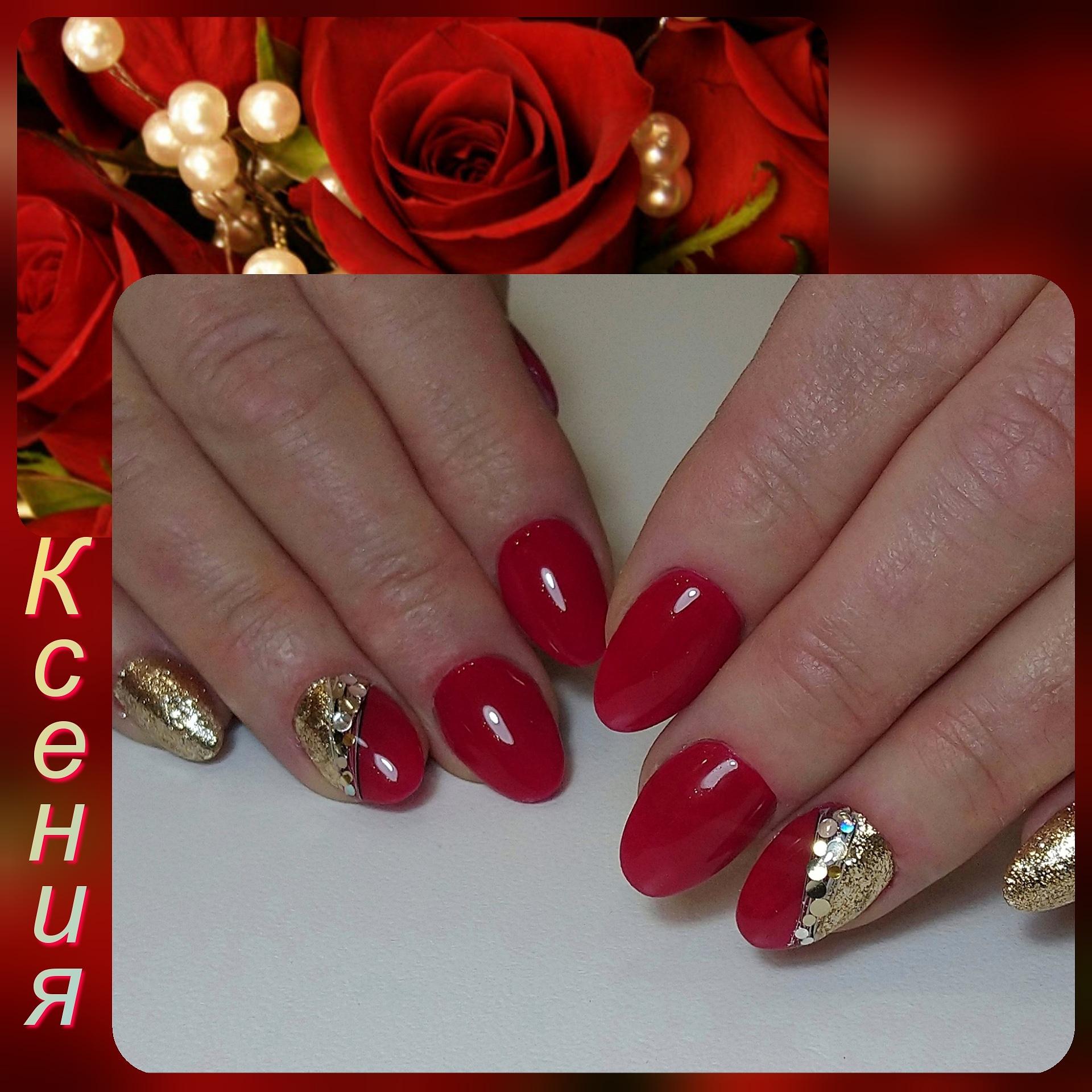 Маникюр с золотыми блестками и камифубуки в бордовом цвете на короткие ногти.