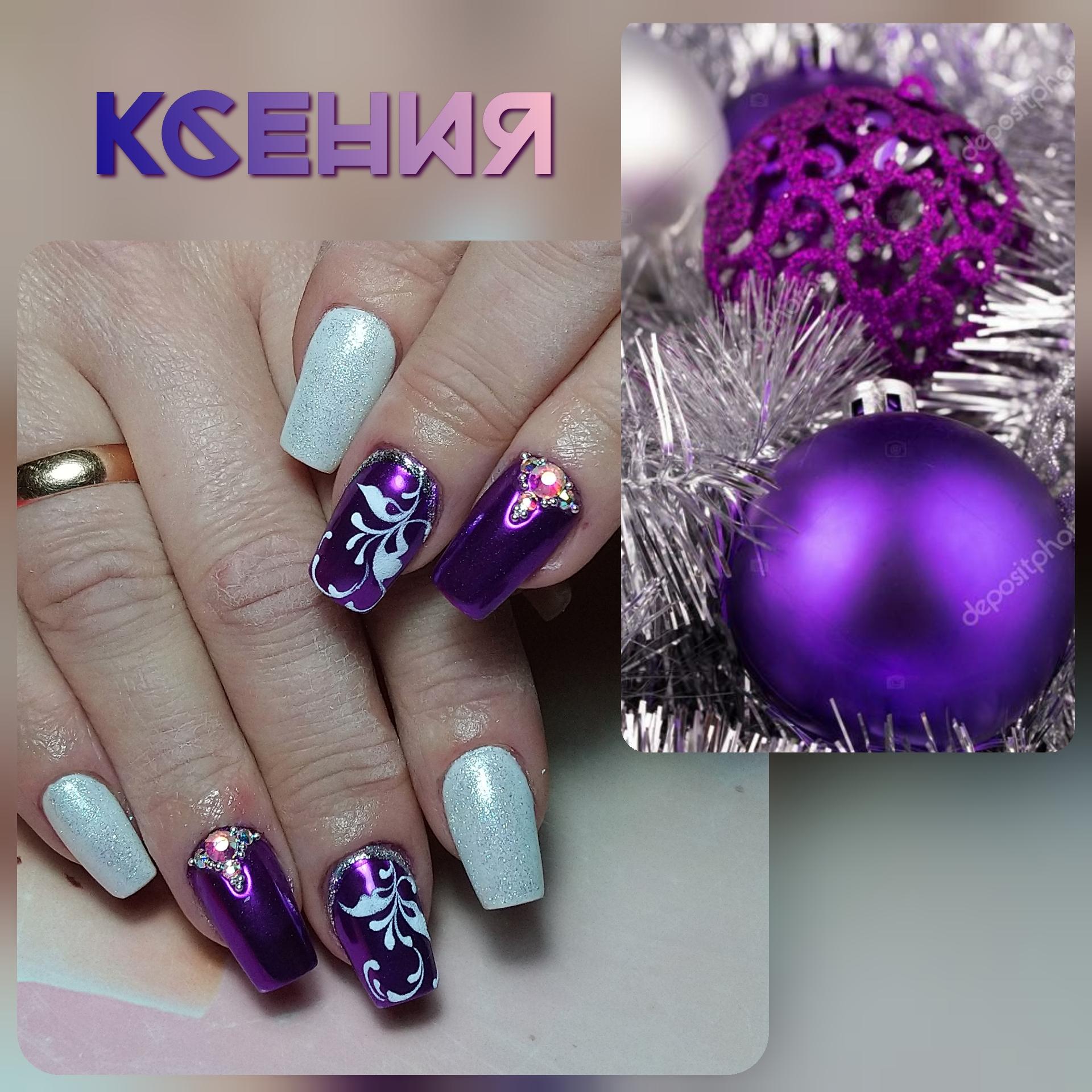 Маникюр с белом цвете с фиолетовой втиркой, вензелями и стразами.