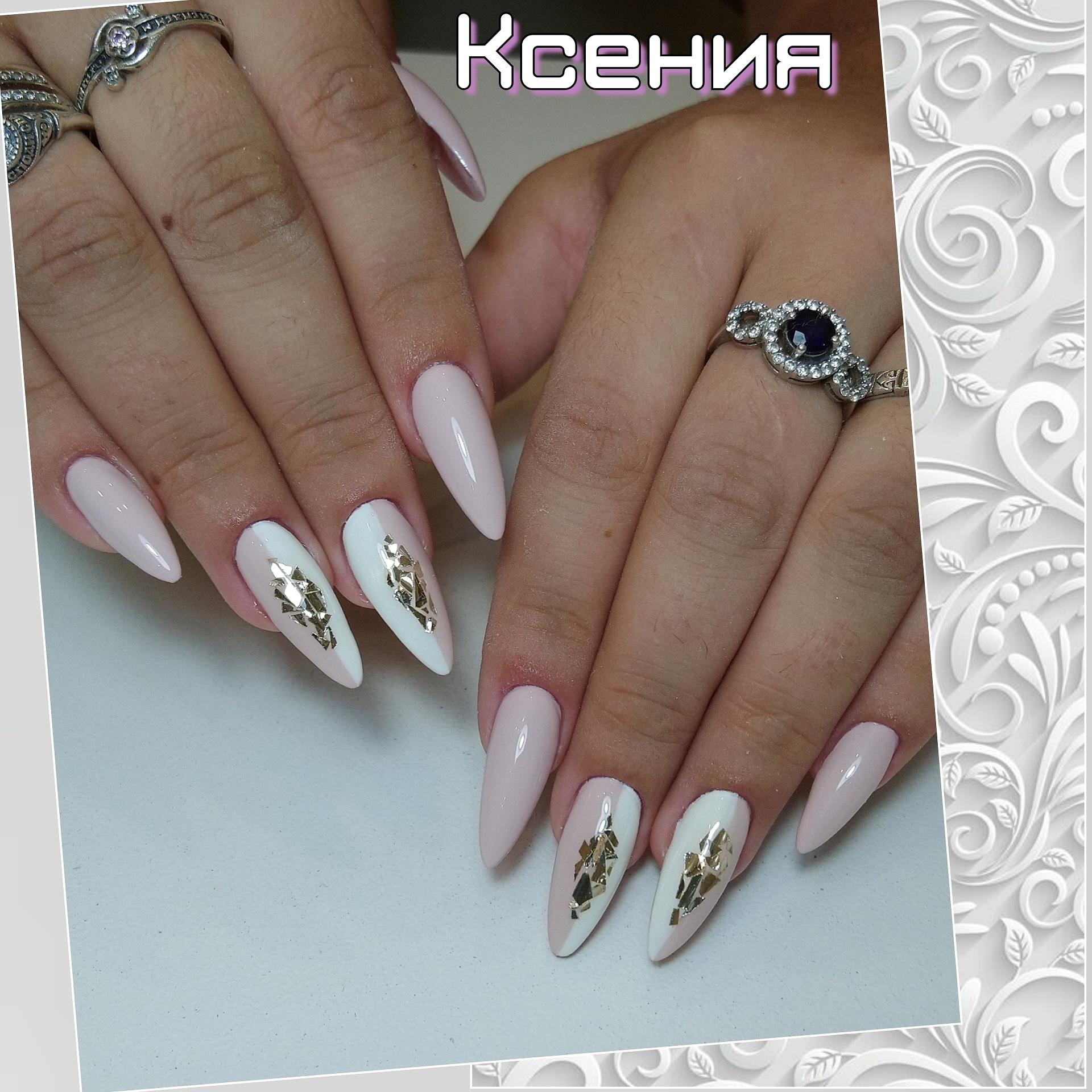 Марикюр с дизайном битое стекло в пастельных тонах на длинные ногти.