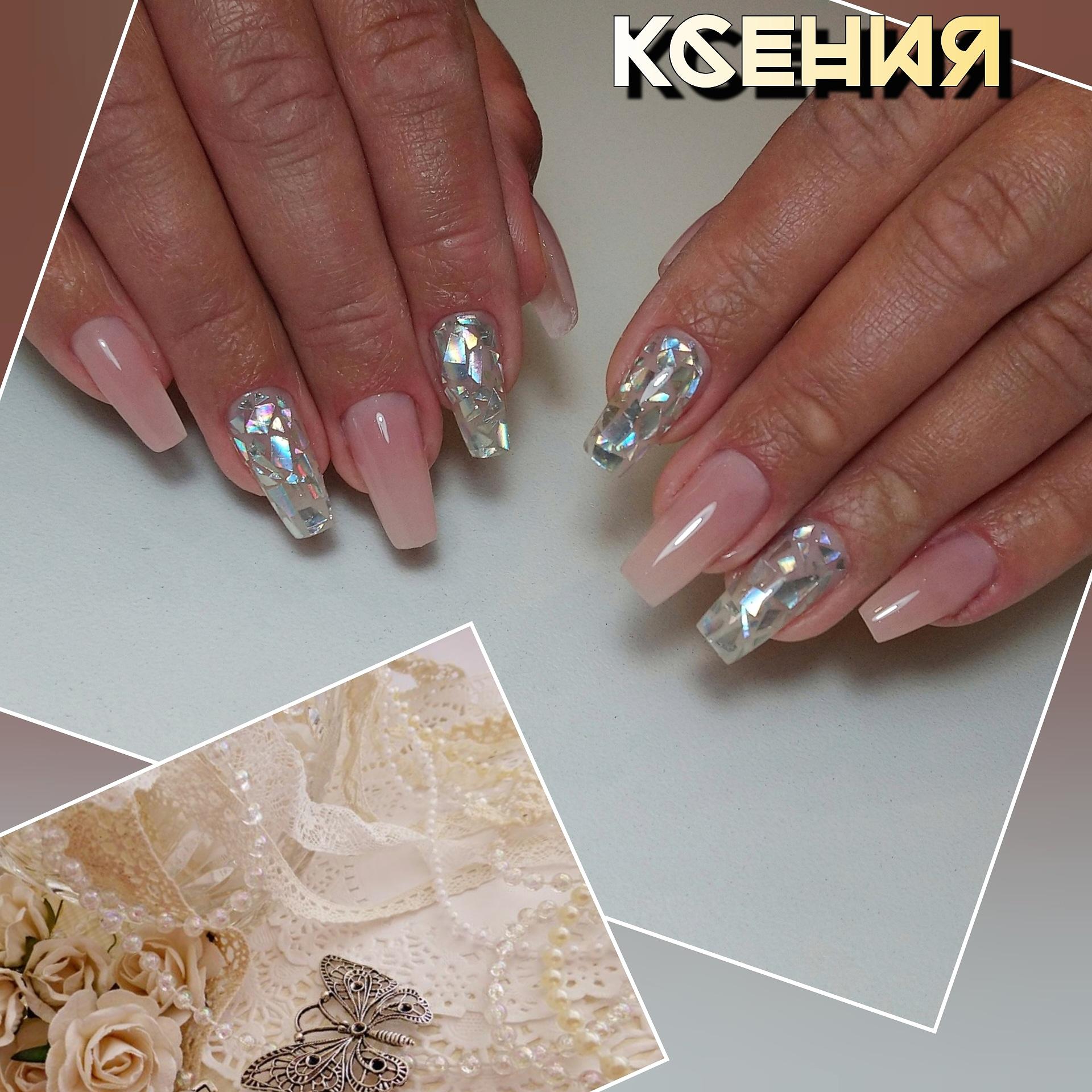 Нюдовый маникюр с дизайном битое стекло на длинные ногти.