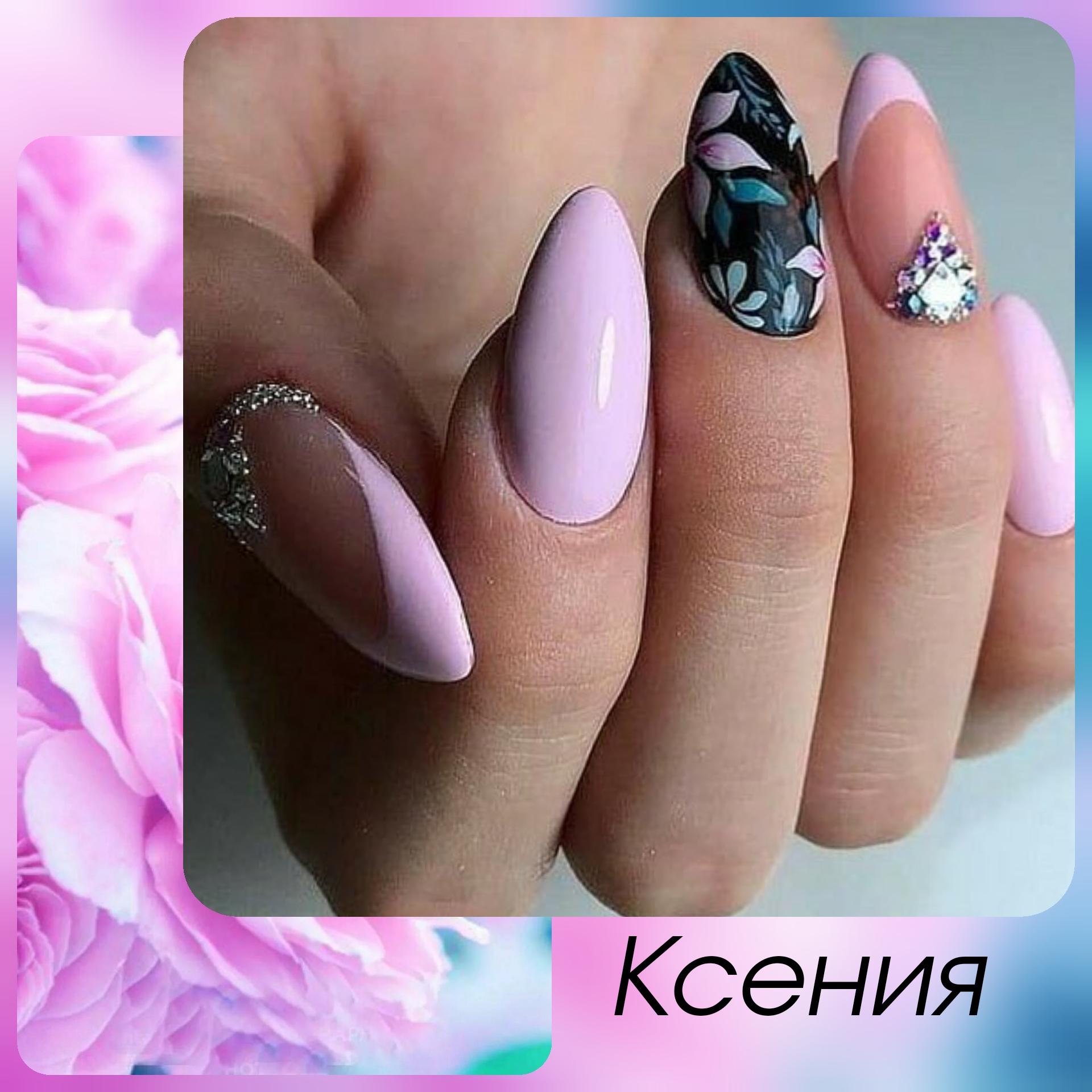 Маникюр с цветочным рисунком, френч-дизайном и стразами в розовом цвете.