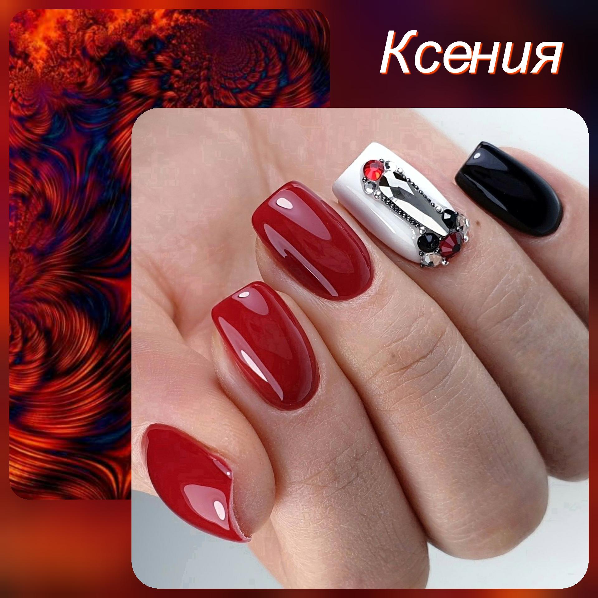 Маникюр со стразами в бордовом цвете.