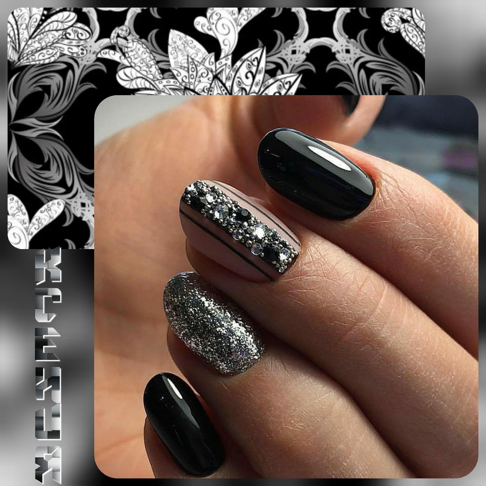 Маникюр с серебряными блестками и стразами в черном цвете.