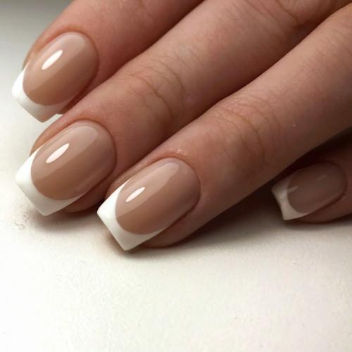Эффектный френч на короткие ногти.