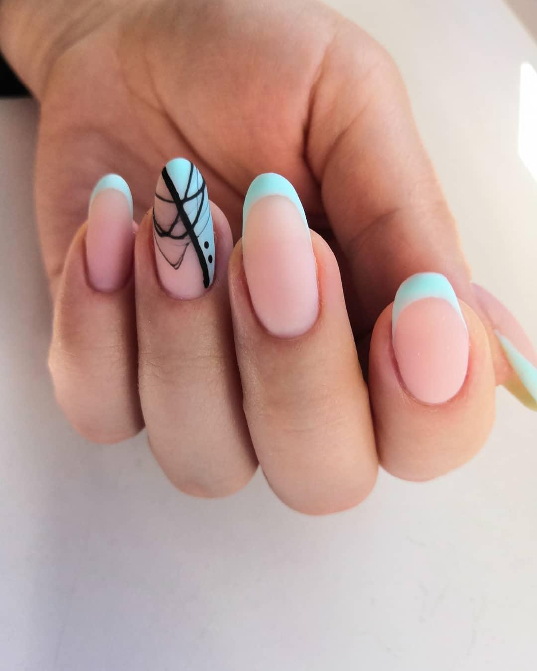 Матовый френч с паутинкой в голубом цвете на длинные ногти.