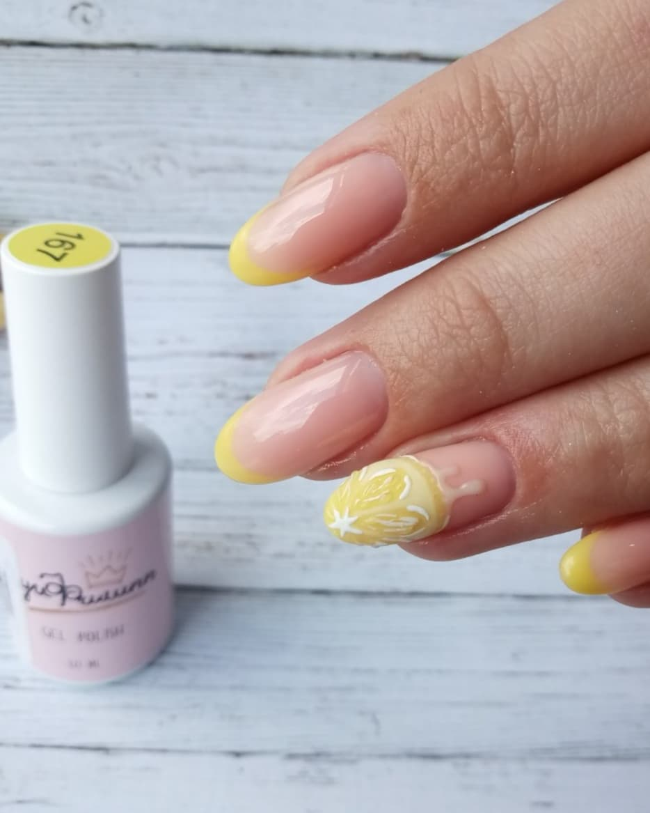 Френч с лимоном в желтом цвете на длдинные ногти.
