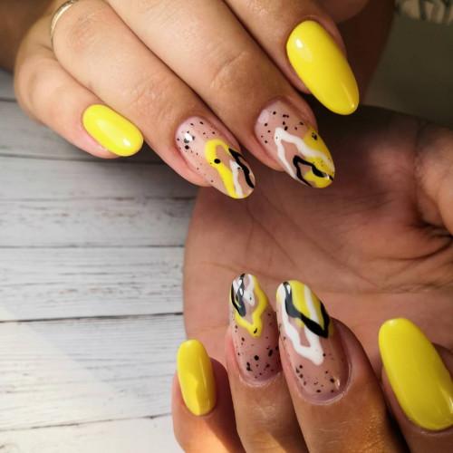 Коррекция наращенных ногтей в желтом цвете.