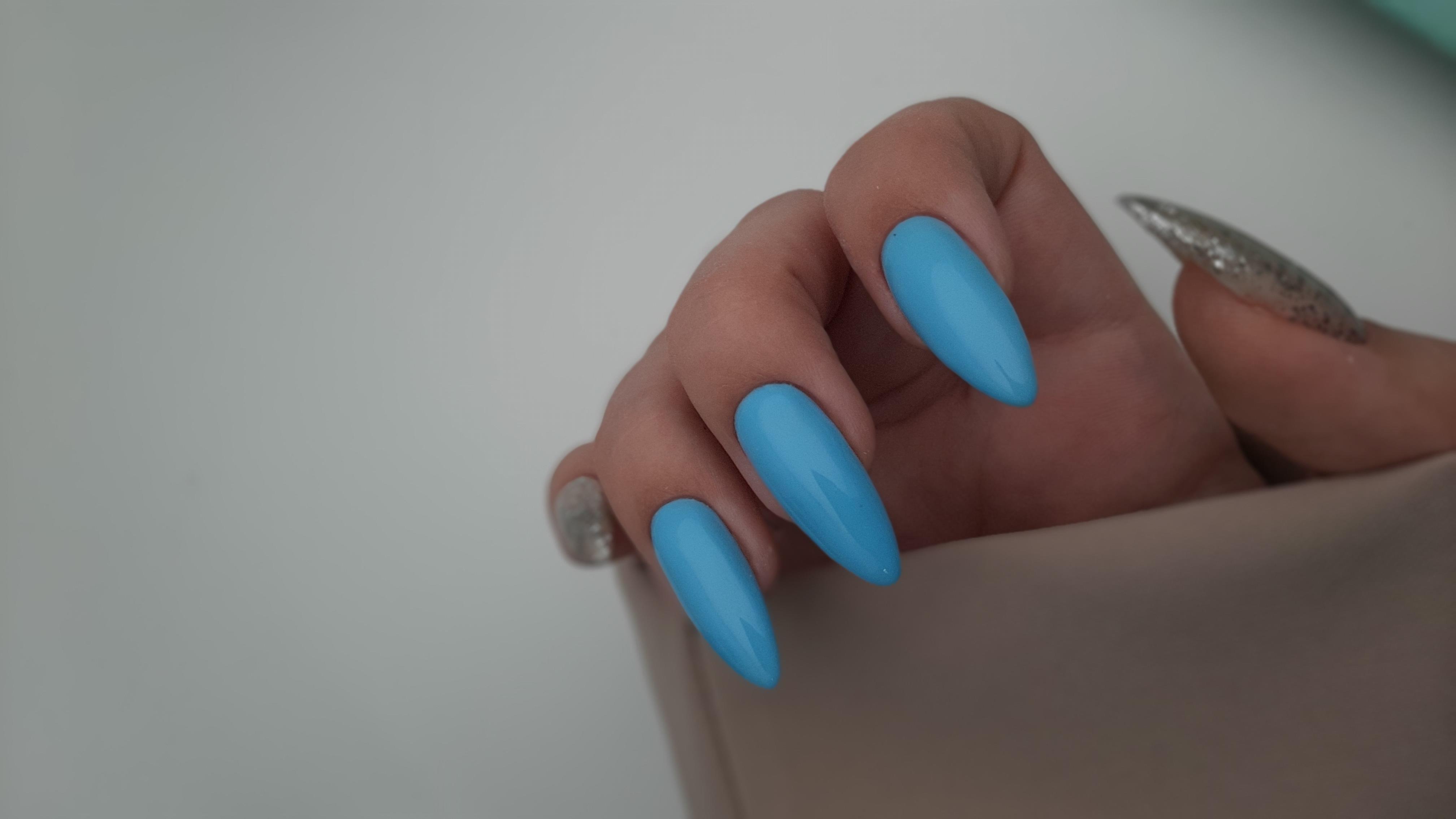 Маникюр укрепление голубой+блестками