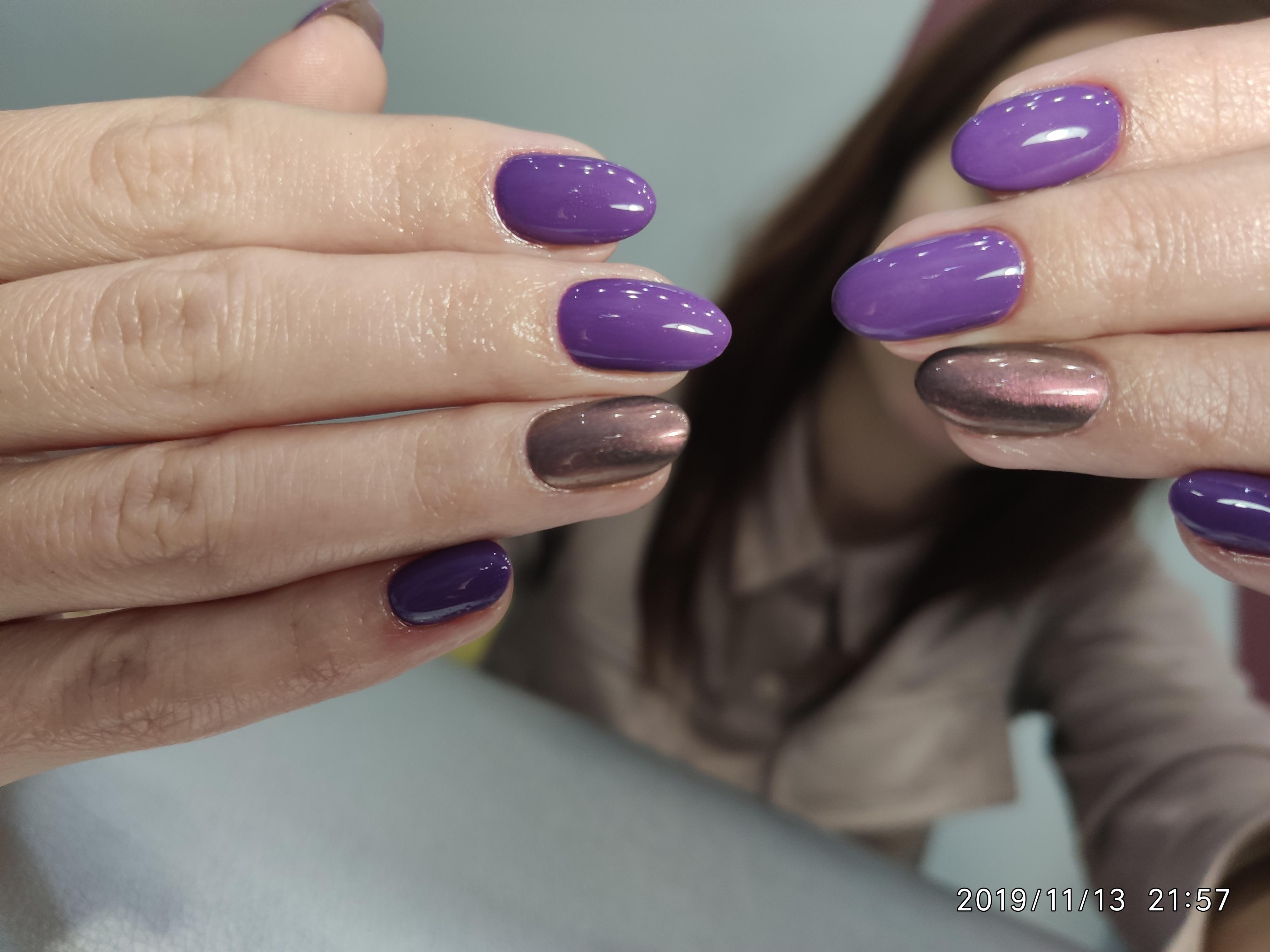 Маникюр с втиркой в фиолетовом цвете.