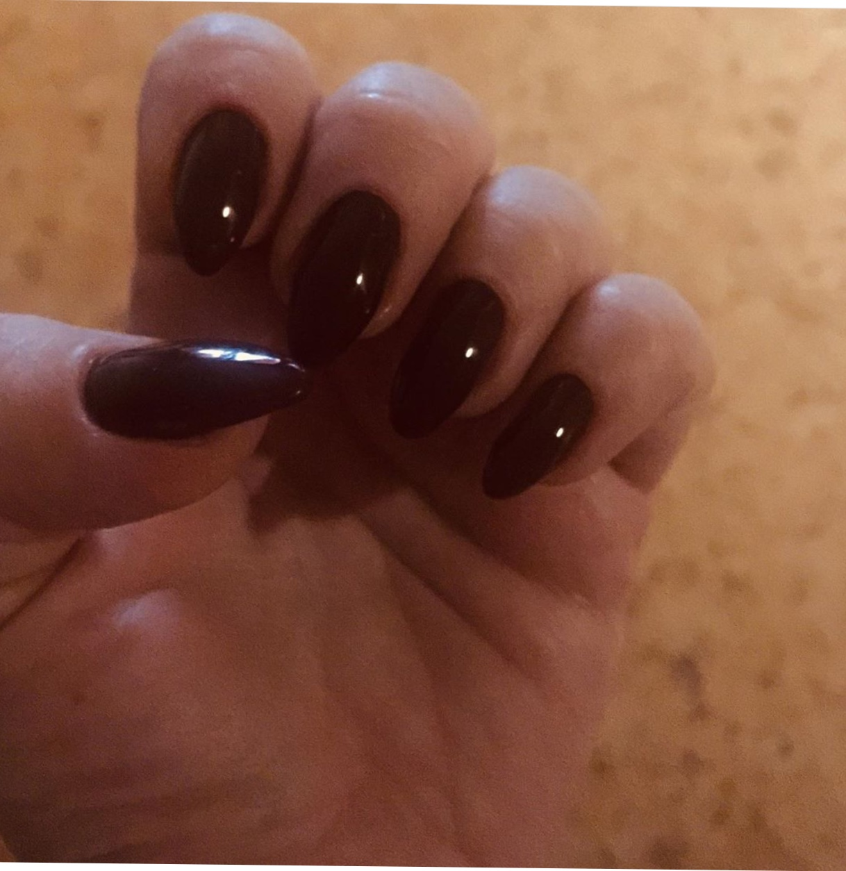 Маникюр в шоколадном цвете на длинные ногти.