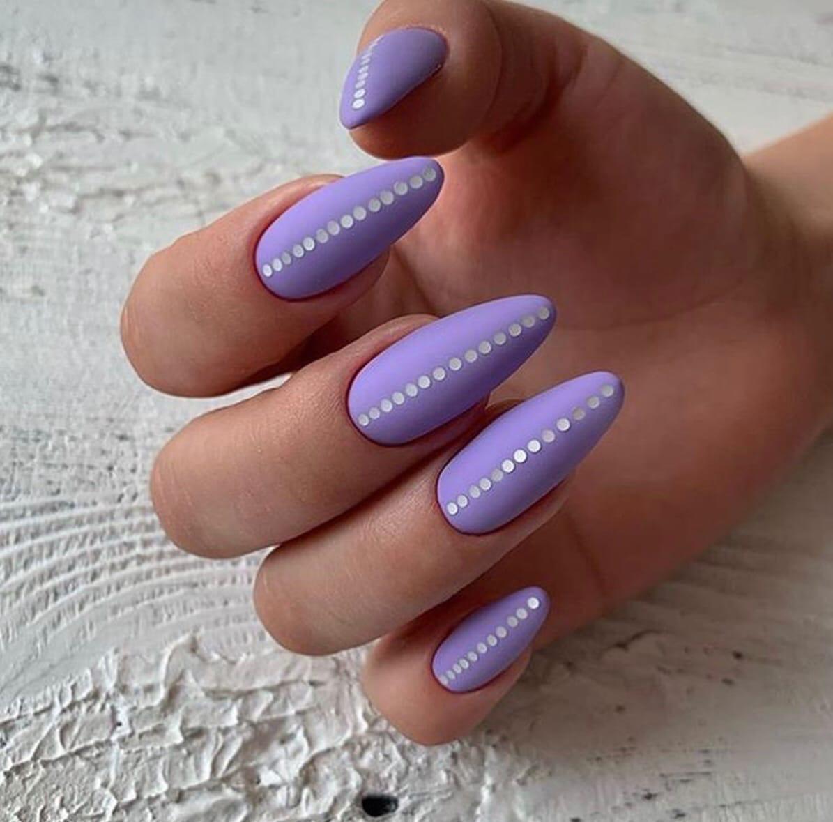 Матовый маникюр с камифубуки в сиреневом цвете на длинные ногти.