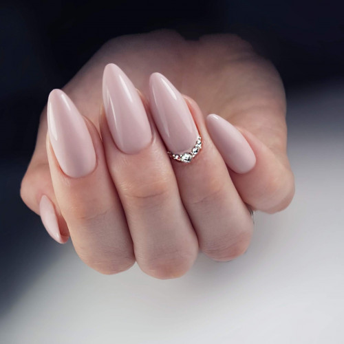 Новое наращивание ногтей лучше сделать после отдыха.