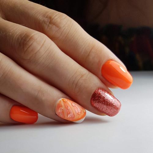Подпиливание ногтей с квадратно-овальной формой маникюра.