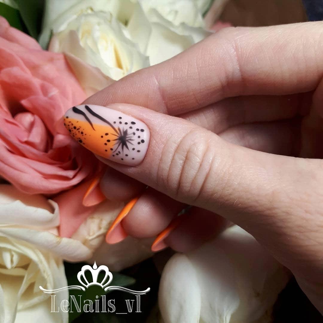 Матовый маникюр с одуванчиком в оранжевом цвете на длинные ногти.