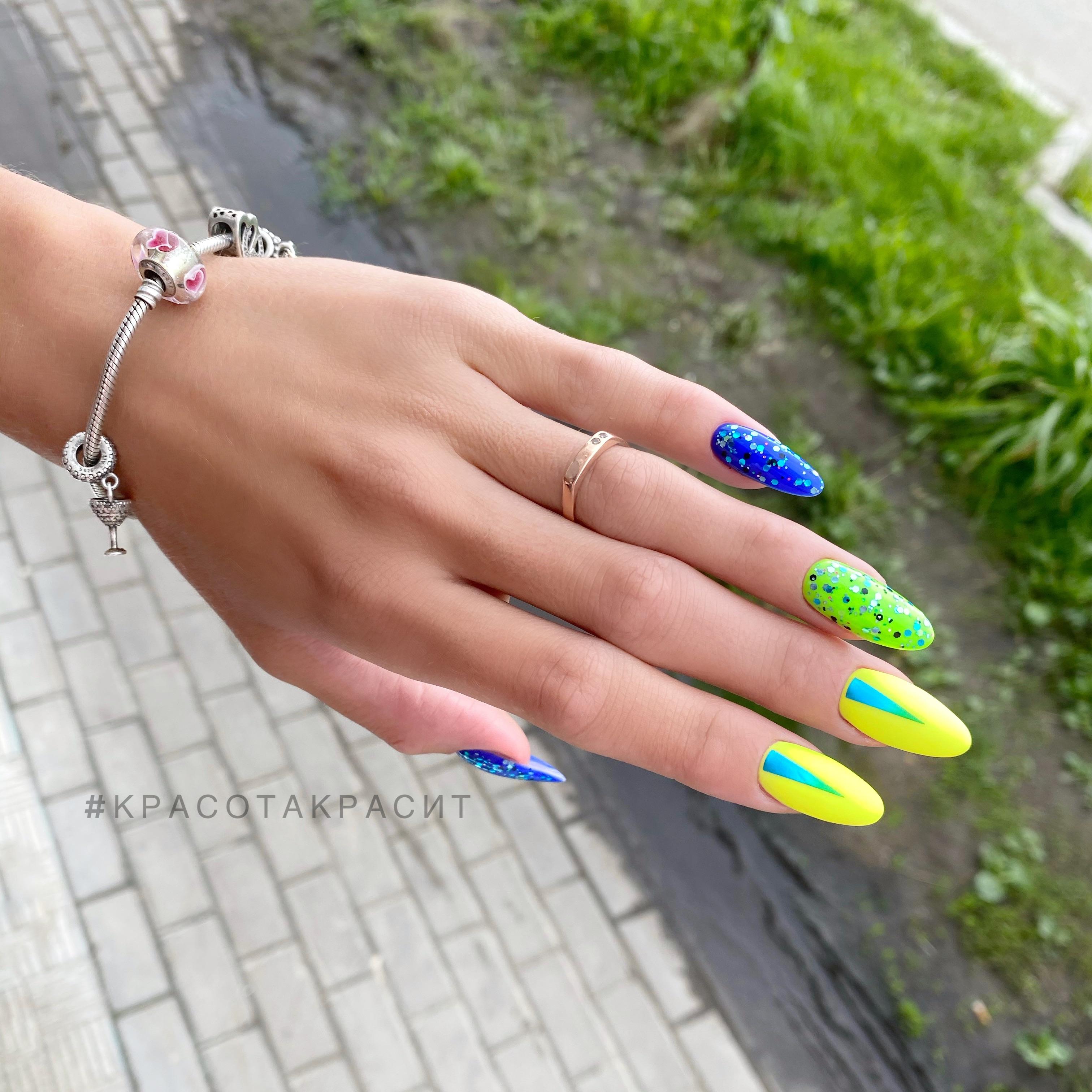 Маникюр с цветными камифубуки на длинные ногти.