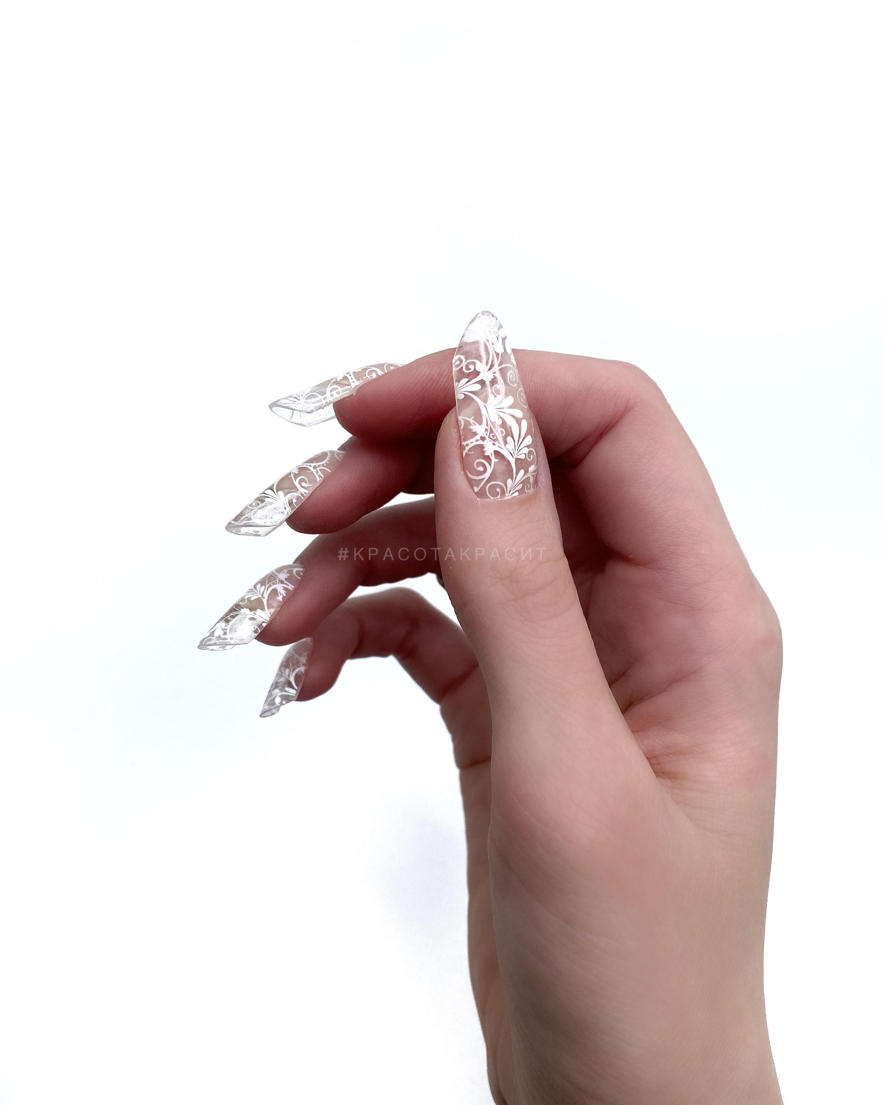Прозрачный маникюр с вензелями на длинные ногти.