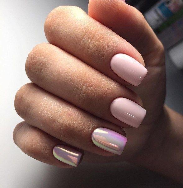 Маникюр с втиркой в розовом цвете на короткие ногти.