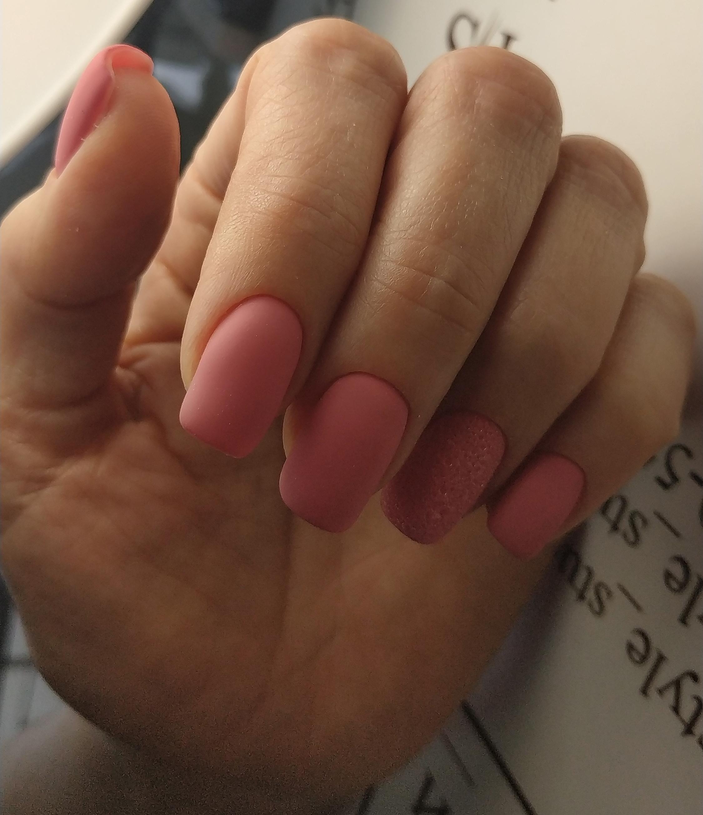 Матовый маникюр в розовом цвете.