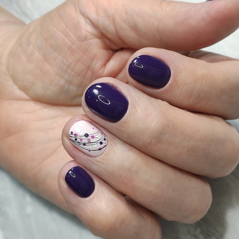 Маникюр с камифубуки и паутинкой в баклажановом цвете.