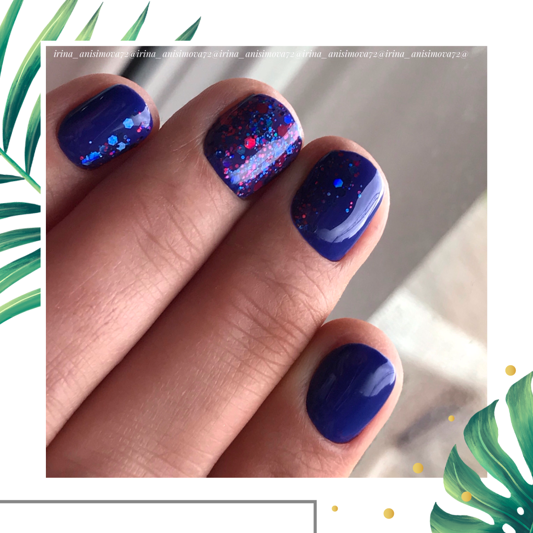 Маникюр с цветными камифубуки в синем цвете на короткие ногти.