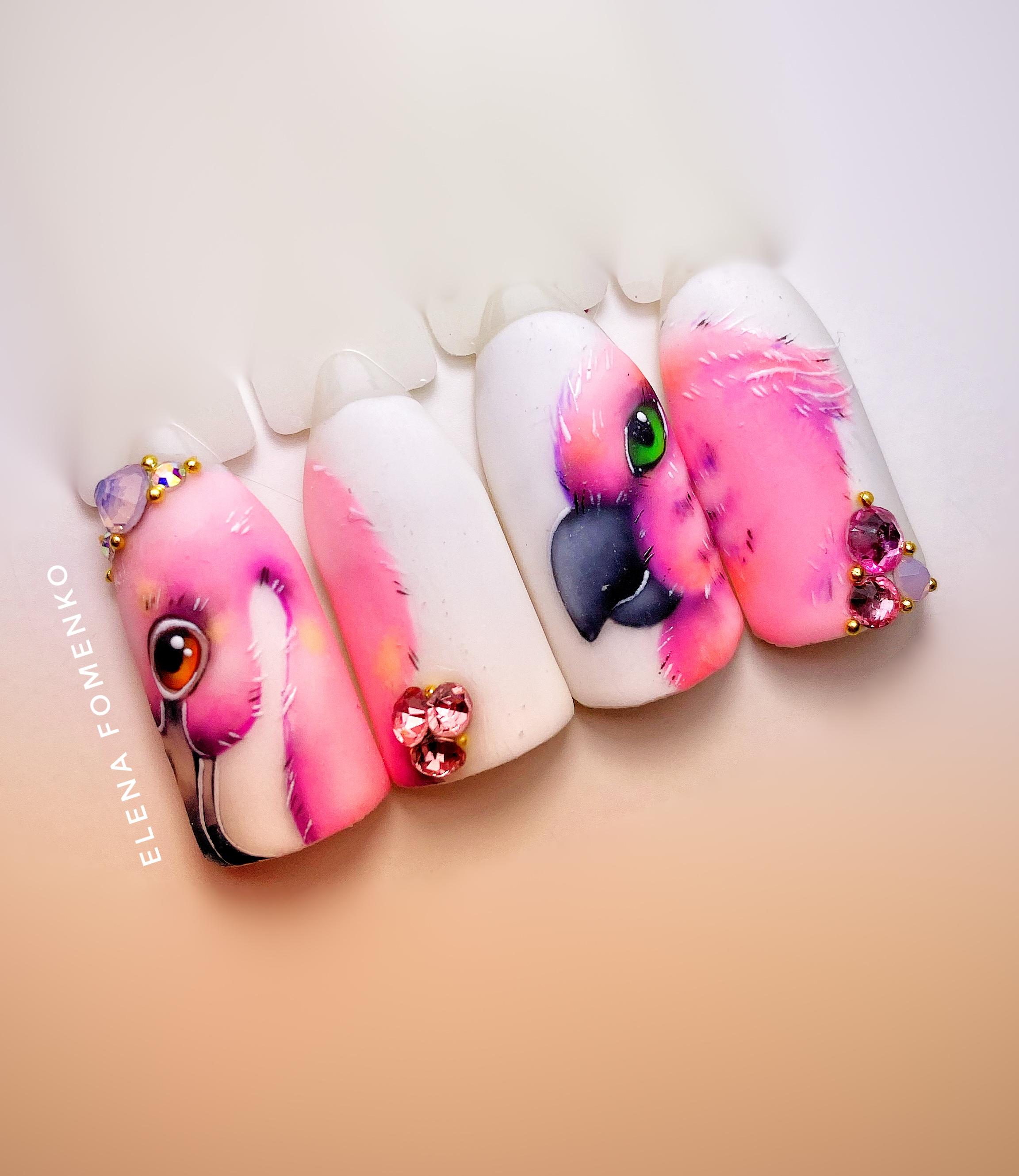 Цветной маникюр с фламинго.