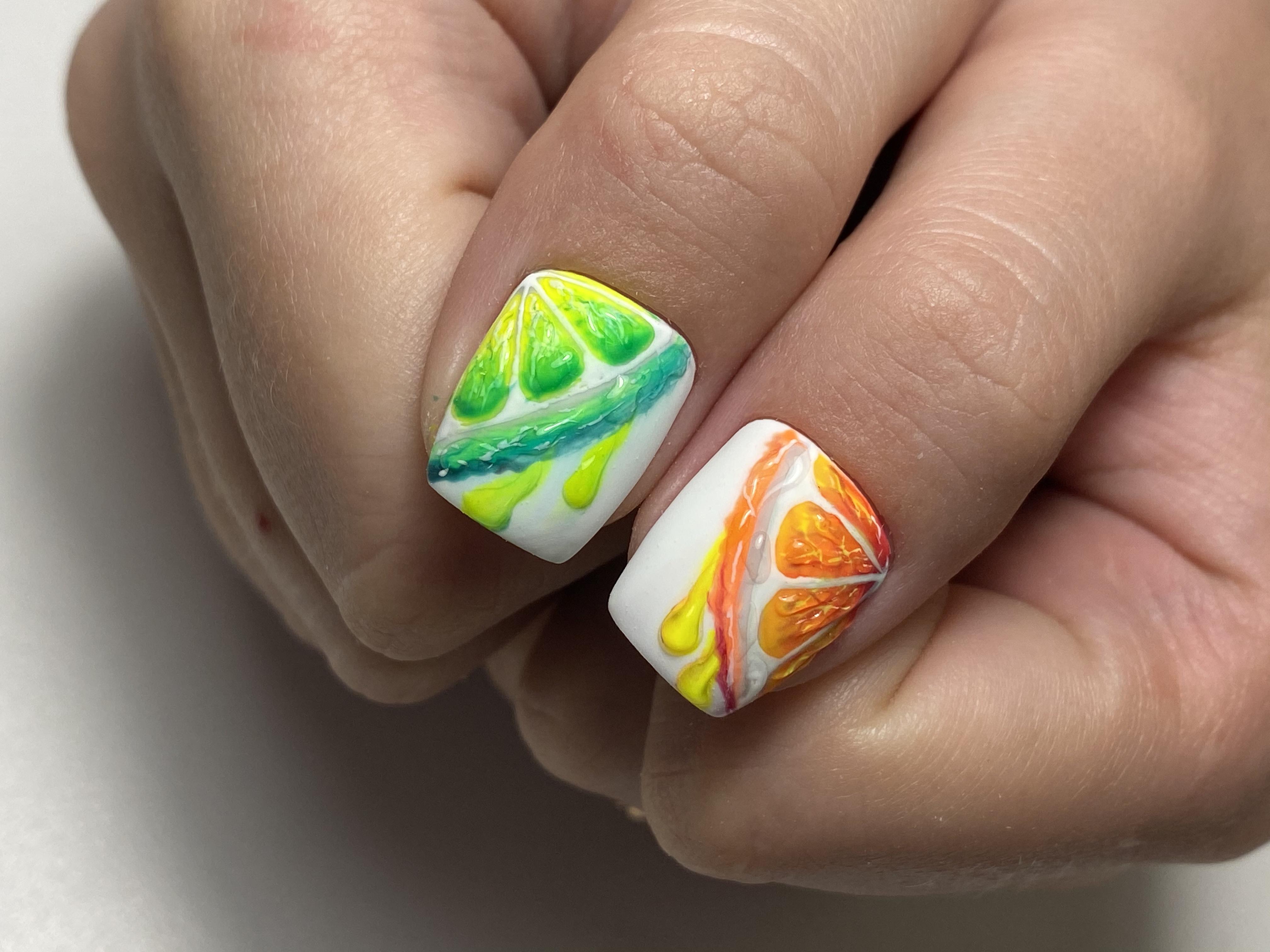 Маникюр с фруктовым рисунком на короткие ногти.
