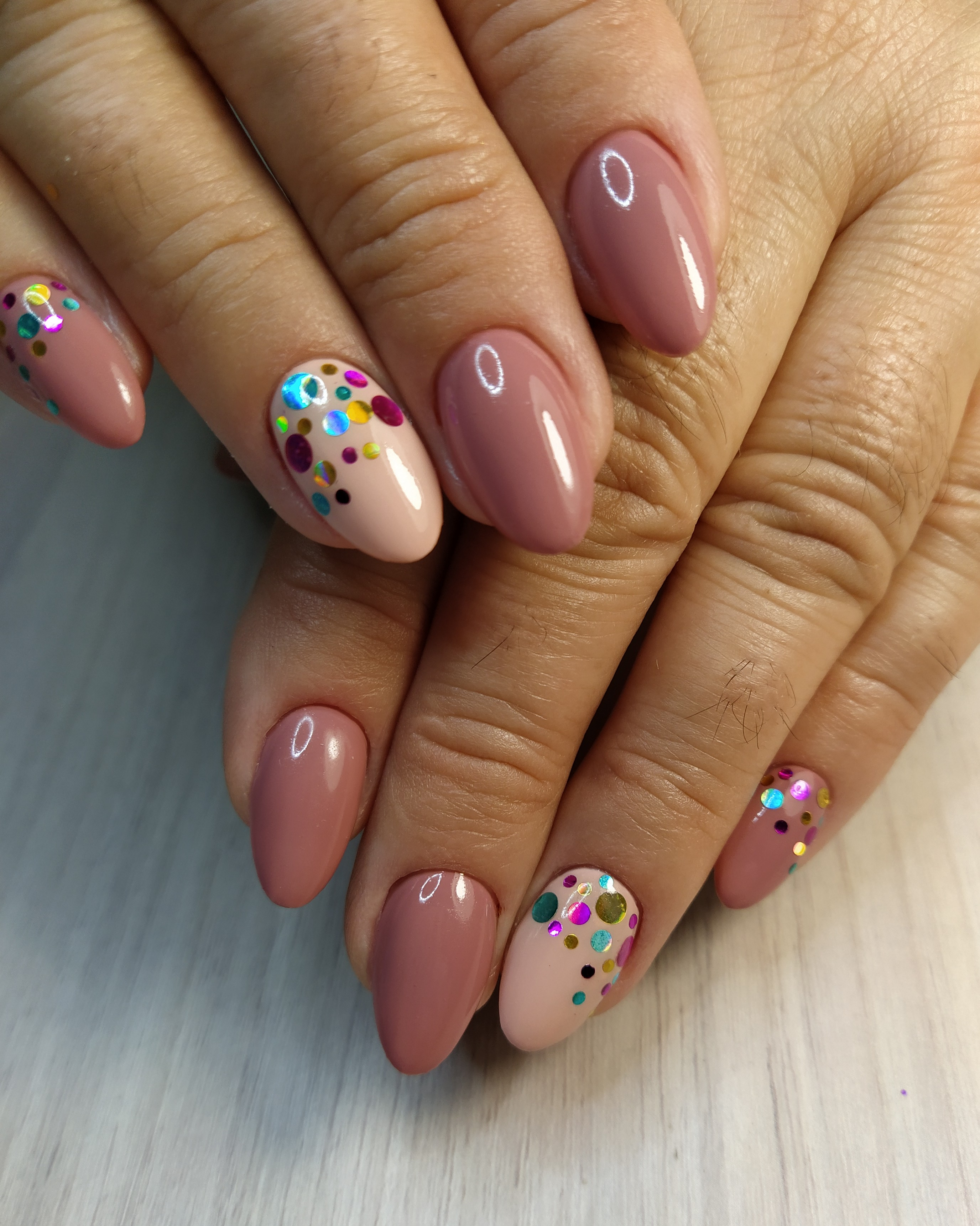 Маникюр с цветными камифубуки в пастельных тонах на короткие ногти.