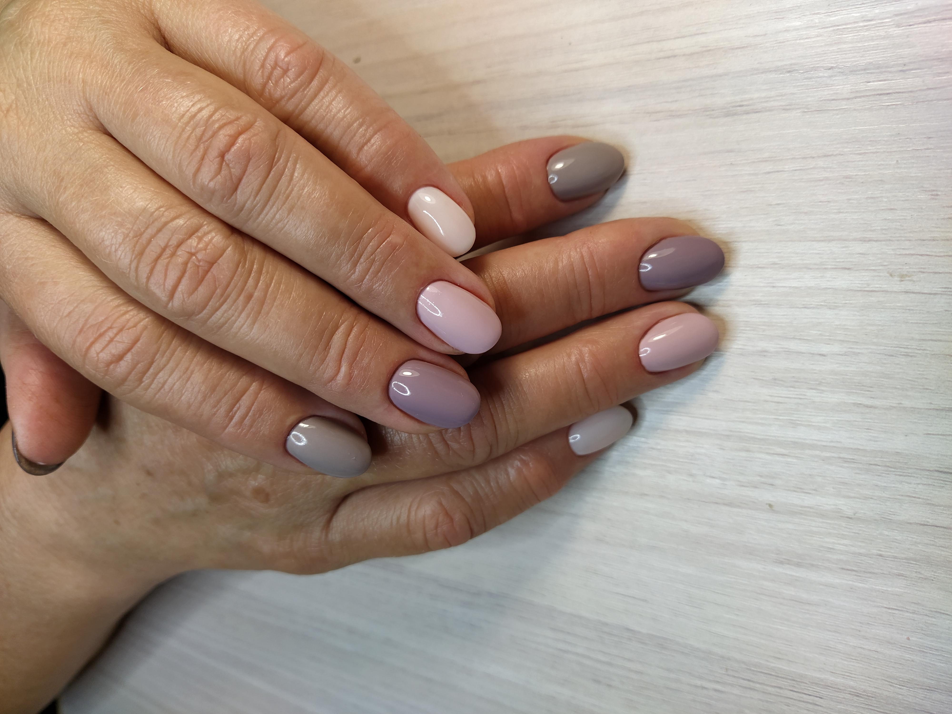 Маникюр в пастельных тонах на короткие ногти.