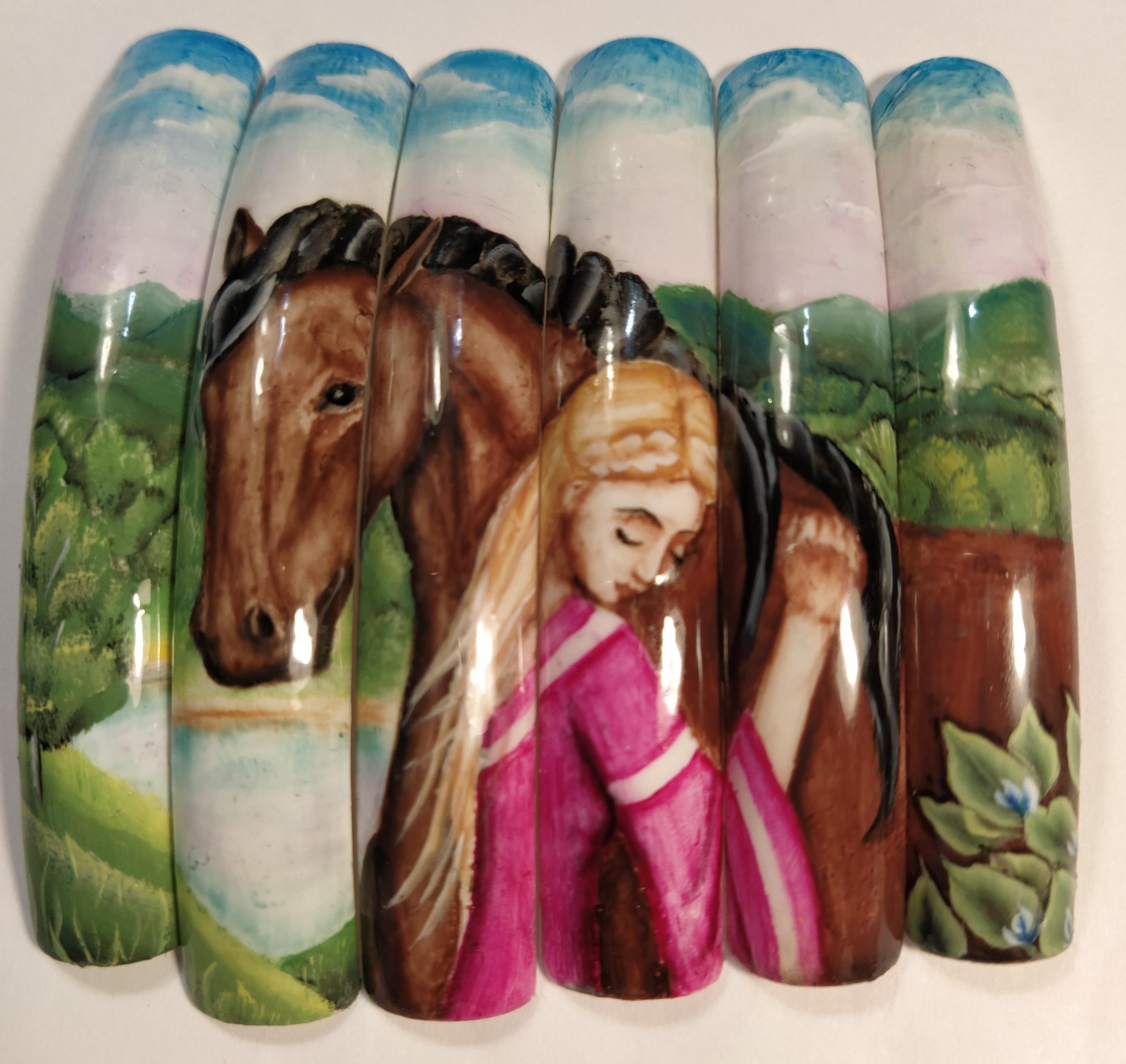 Цветной маникюр с художественной росписью.