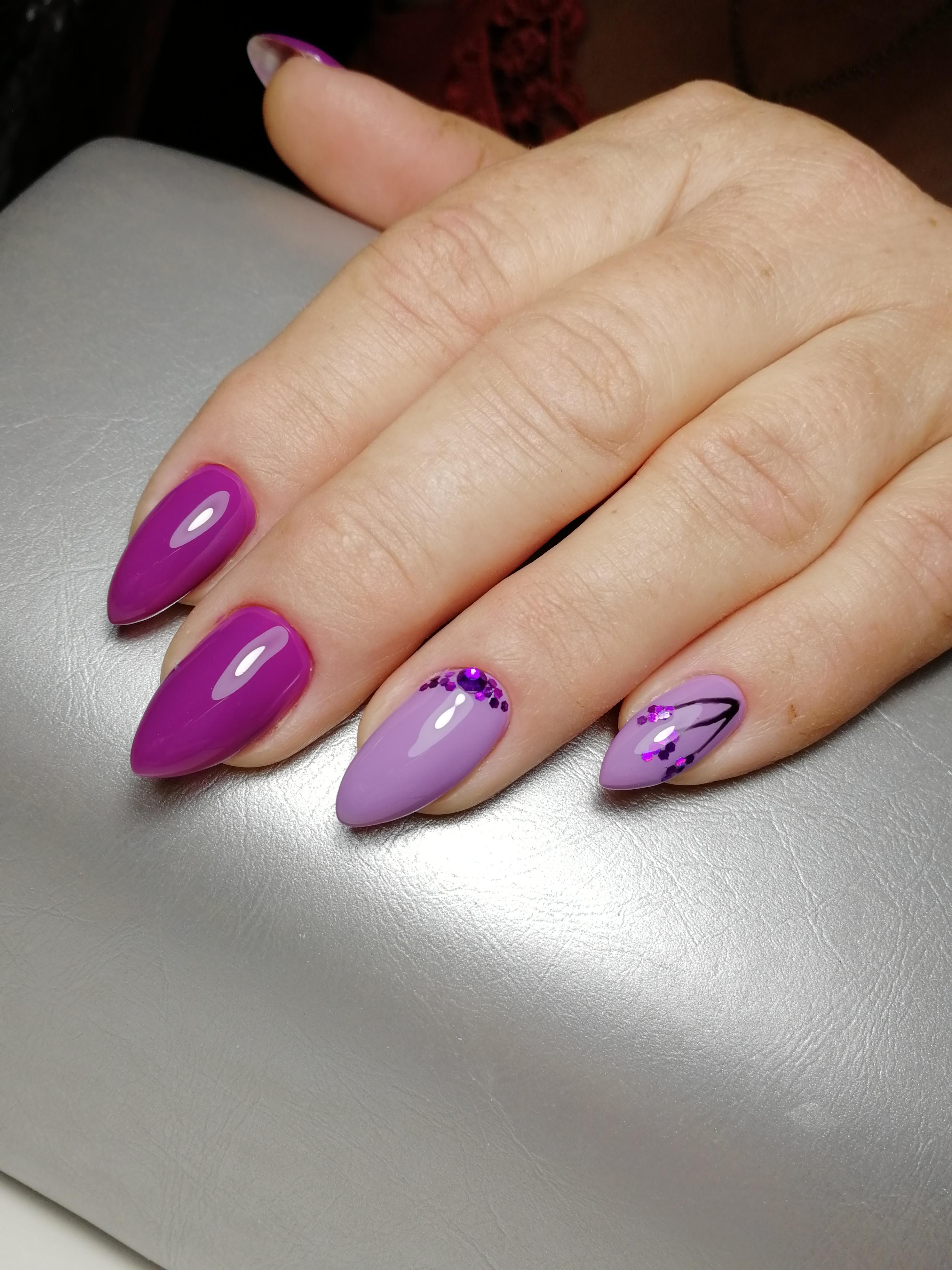Маникюр с камифубуки в фиолетовом цвете.